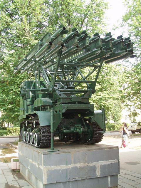 Вид слева на заднюю часть трактора СТЗ-5