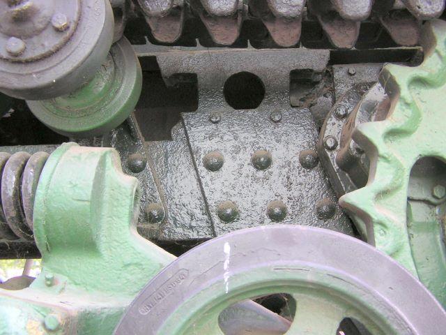 Фрагмент рамы трактора  СТЗ-5 в районе картера бортовой передачи левого борта