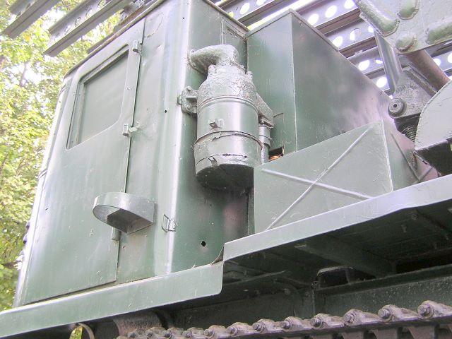 Кабина трактора, вид слева-сзади
