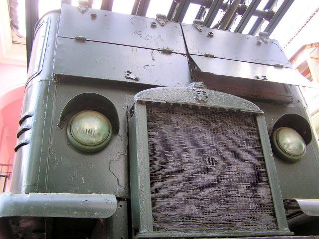 Передняя часть кабины СТЗ-5-НАТИ крупным планом