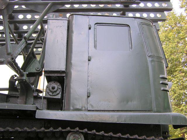 Вид справа на кабину трактора СТЗ-5