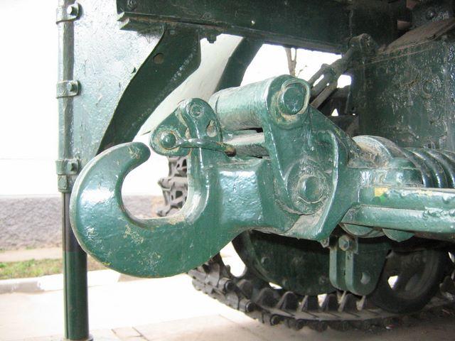 Буксирный прибор трактора - вид справа
