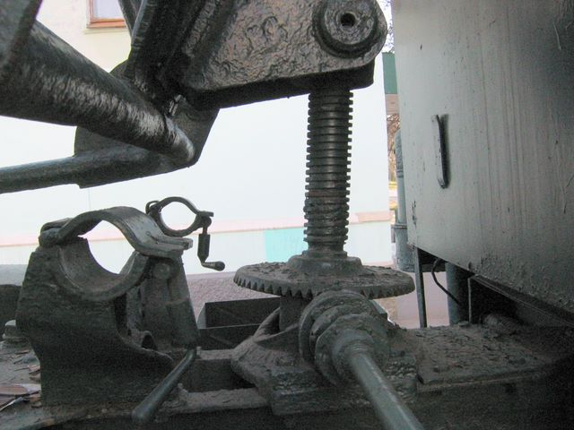 Фрагмент пусковой установки БМ-13