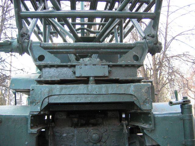Задняя часть пусковой установки М-13