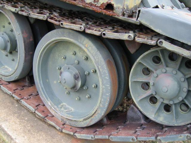 Направляющее колесо и опорные катки