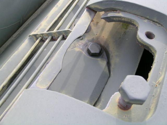 Место установки крышки доступа к маслобаку