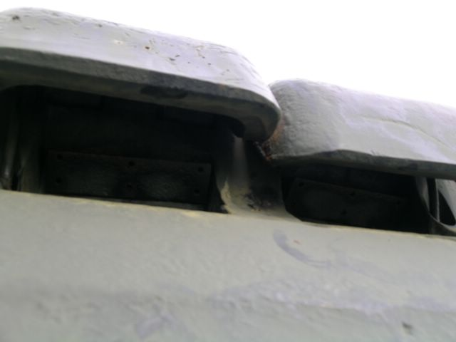 Броневые крышки прибора наблюдения механика-водителя