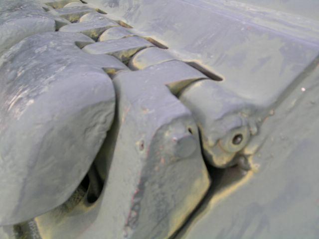 Петли крепления люка механика-водителя