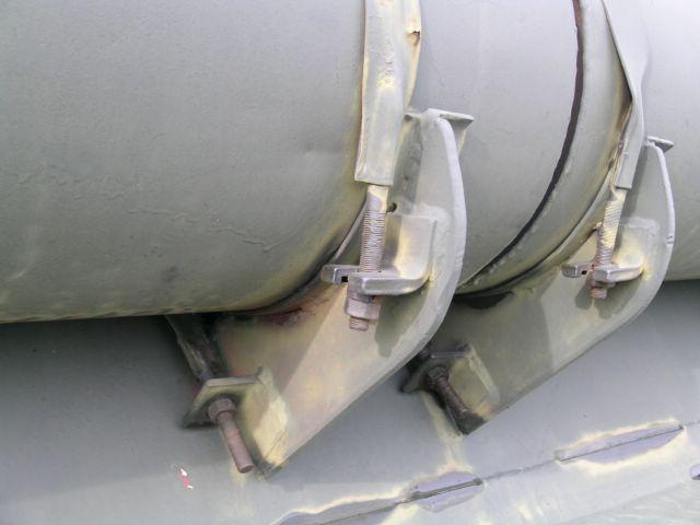 Резьбовая часть стремянок крепления дополнительных топливных баков