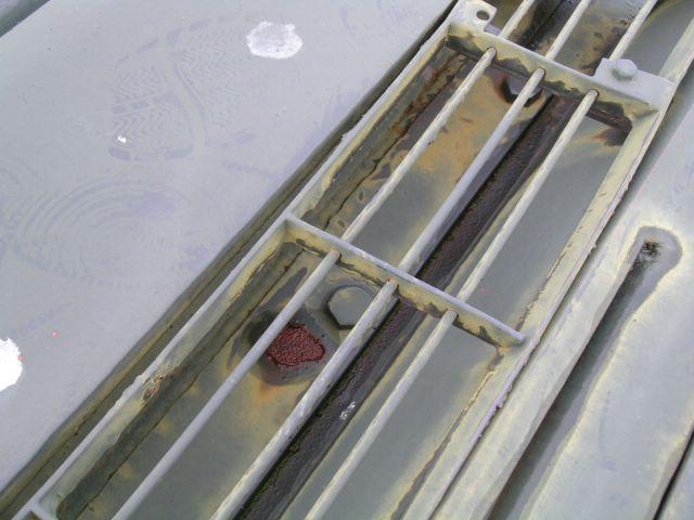Фрагмент решётки бронеколпака продольных жалюзи