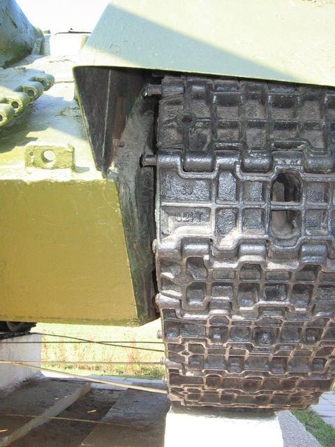 Стык бронелистов в передней части бронекорпуса