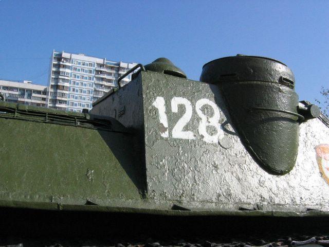 Стык заднего листа боевого отделения и переднего листа правого подкрылка