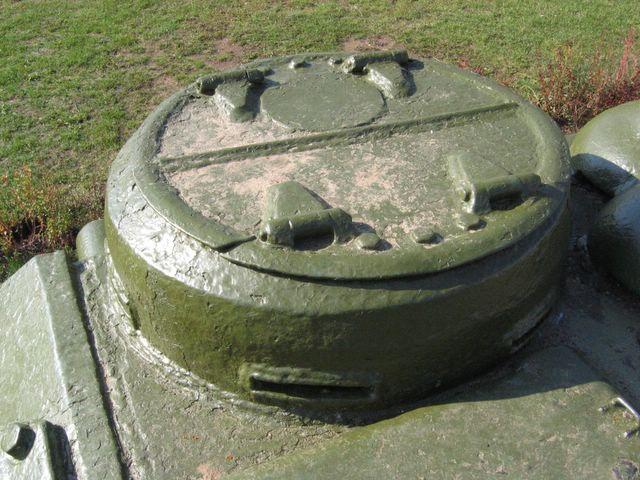Двустворчатый люк командирской башенки