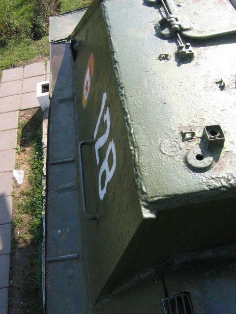 Вид вдоль левого переднего листа подкрылка