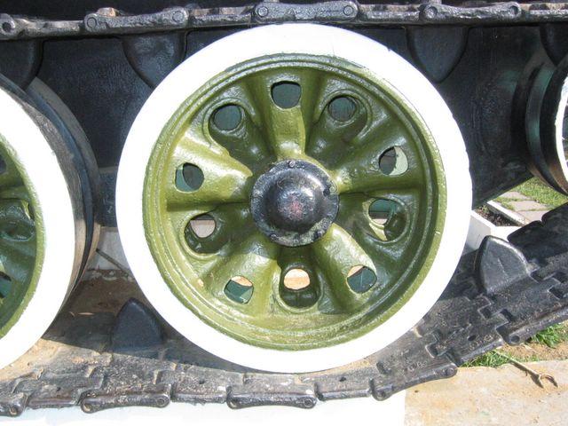 Опорный каток по типу катка танка Т-44М