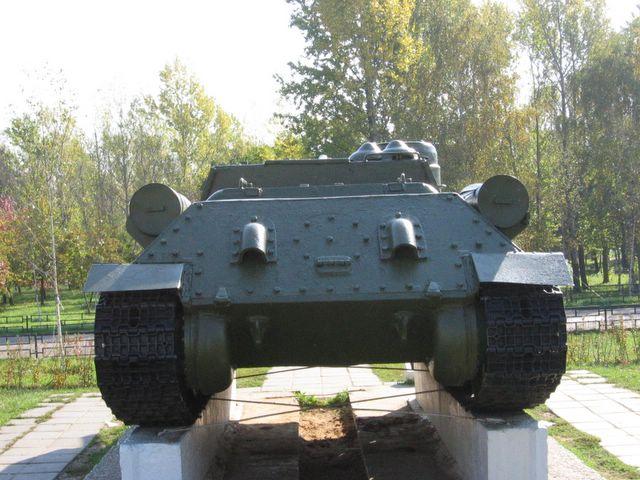 Вид сзади на САУ СУ-100