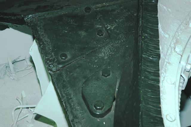 Фотография демонстрирующая толщину брони корпуса и башни танка Т-34-76