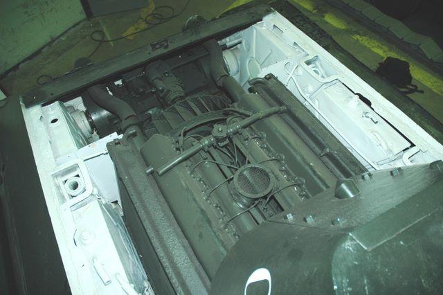 Вид с башни на двигатель В-2