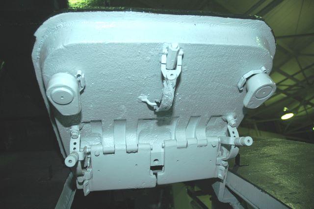 Замок крышки люка механика-водителя