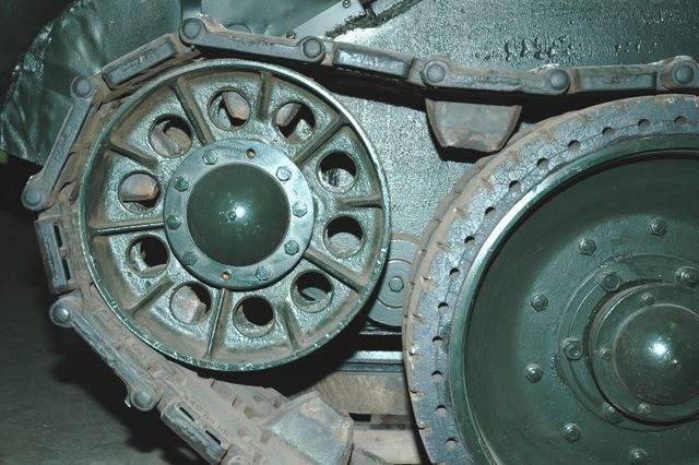 Направляющее колесо (ленивец) левого борта