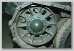 Направляющее колесо (ленивец) левого борта крупным планом