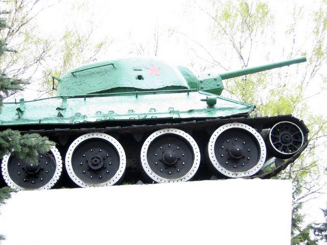 Часть правого борта танка крупным планом