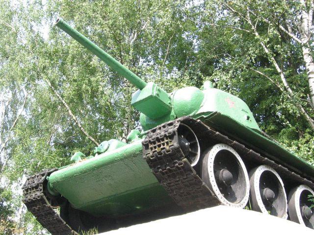 Вид на переднюю часть танка слева-снизу