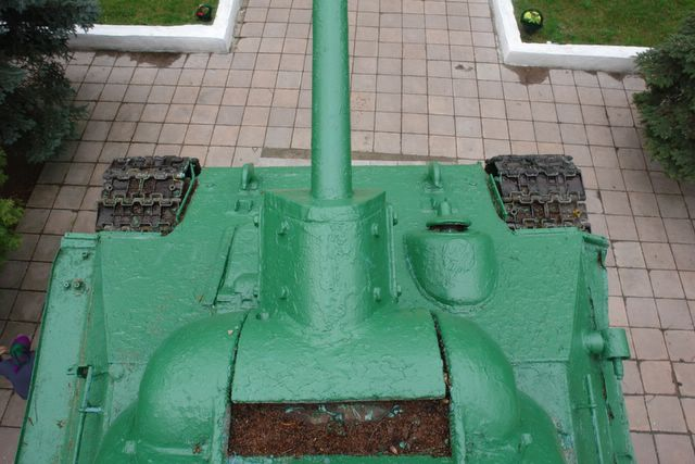 Вид сверху на переднюю часть танка