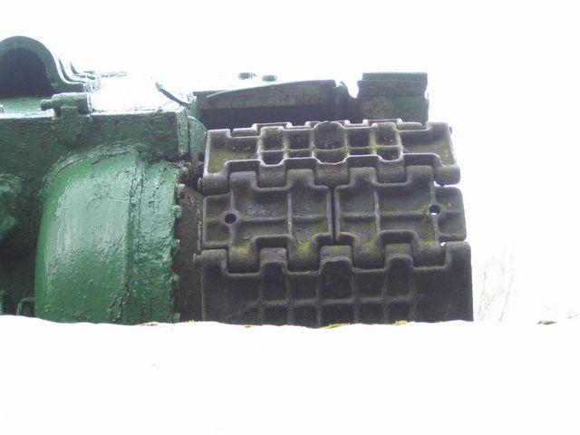 Холостой трак танка состоящий из двух половин