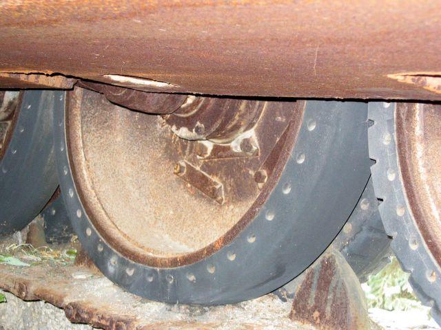 Вид на каток с перфорацией со стороны днища танка