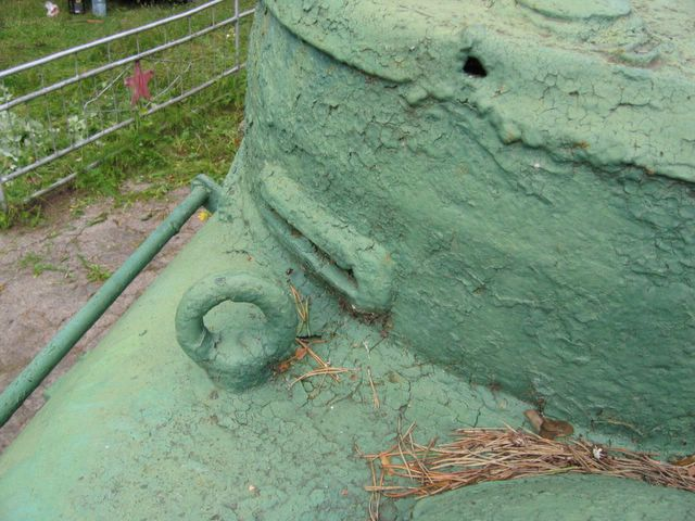 Рым-болт и смотровая щель в командирской башенке