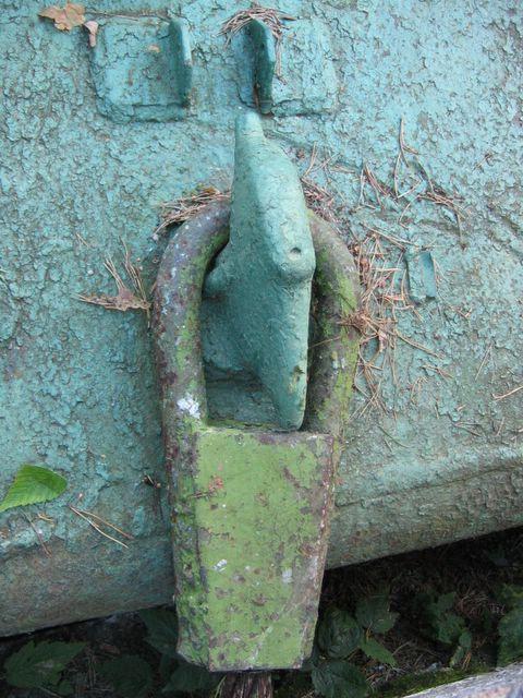 Буксирный крюк и коуш троса крупным планом