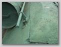 Защёлка-лягушка и поручень на левом подкрылке