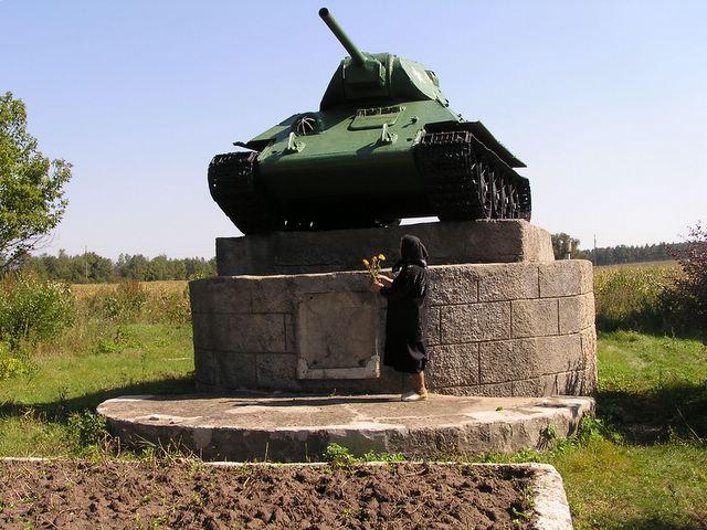 Общий вид памятника в п. Бондаревка