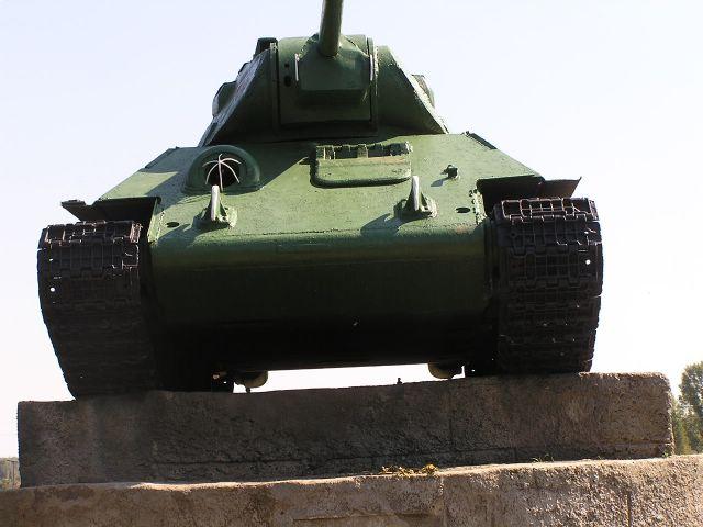 Вид спереди на танк Т-34-76 производства СТЗ