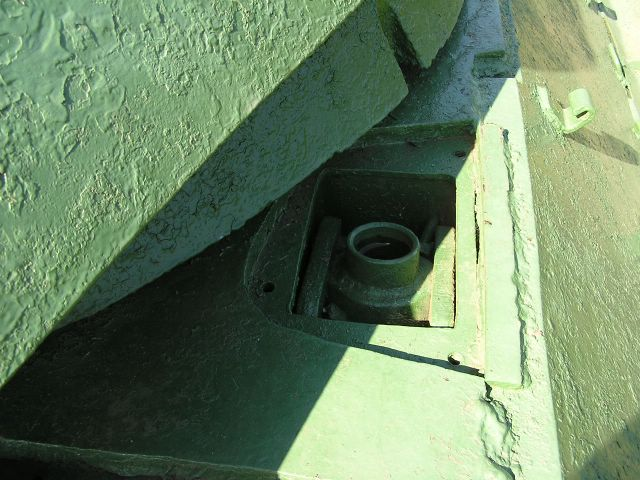 Приварная планка защищиющая лючок доступа к шахте подвески