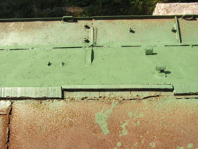 Вырез в броневом листе, закрытый приварной планкой