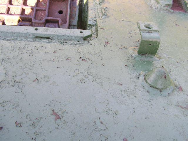 Кронштейны крепления фары и грязевого щитка