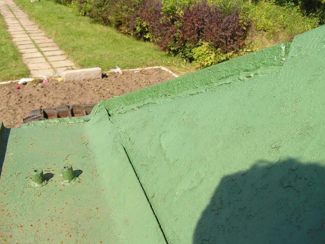 Шип-паз в соединении верхней лобовой детали и подкрылка корпуса танка