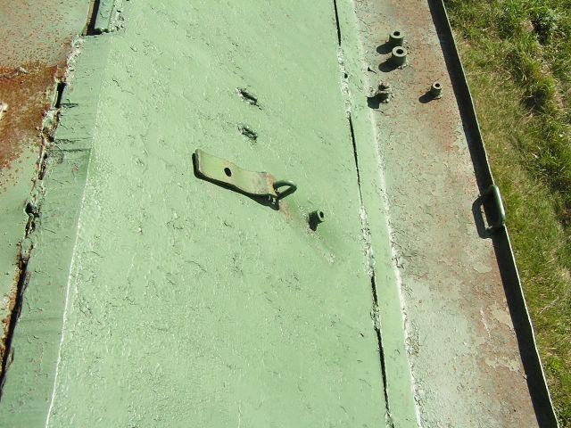 Крепление для черенков лопат на подкрылке