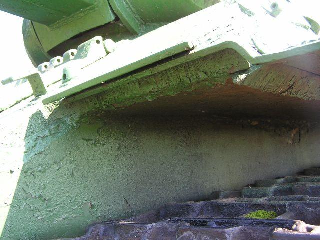 Крепление дна подкрылка, вид спереди