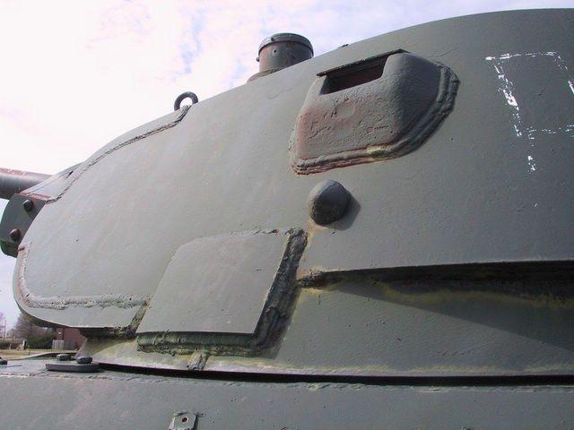 Передняя часть левого борта башни