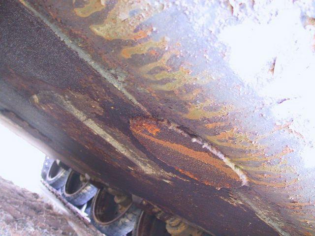 Днище танка в районе двигателя