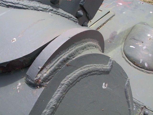 Защитная планка в передней части башни
