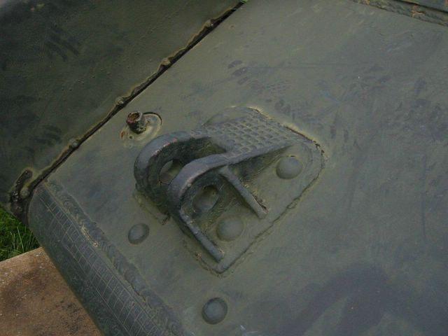 Вид слева на правую буксирную петлю