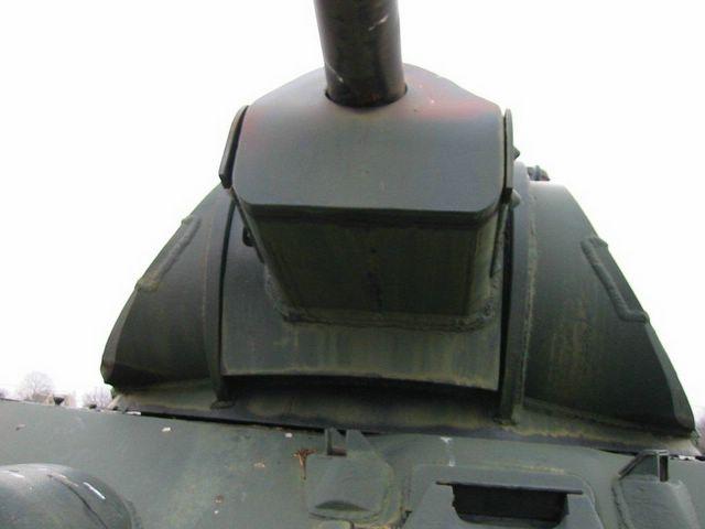 Вид снизу на переднюю часть башни и маску пушки