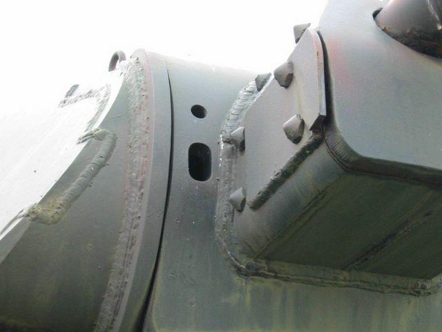 Отверстия для пулемёта и прицела в маске орудия