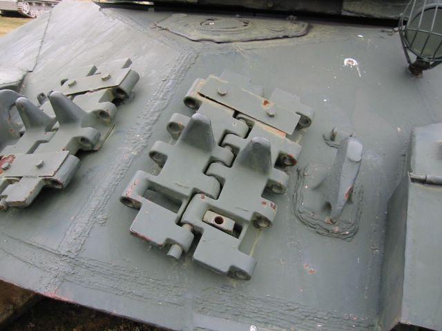 Передняя часть бронекорпуса танка ИС-3, крупным планом