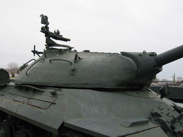 Башня танка и передняя часть бронекорпуса,  вид справа