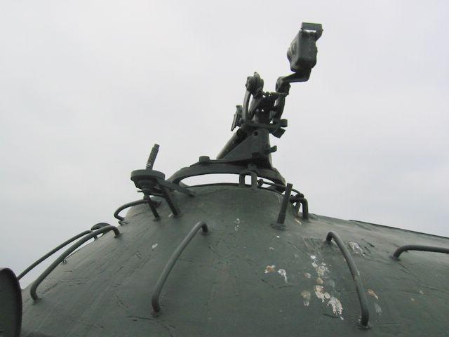 Турель зенитного пулемёта и дополнительный антенный ввод на башне